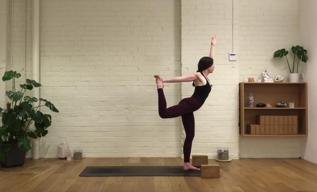 Yoga Evolve - Morning Heart Flow
