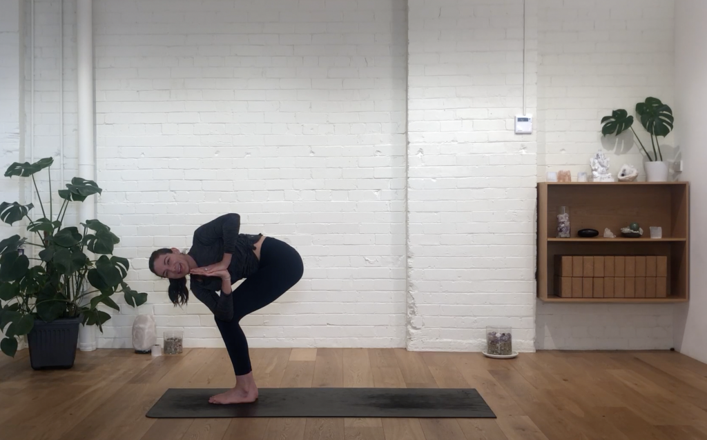Yoga Evolve - Stretch & Twist